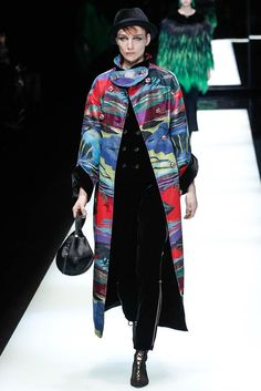 See the complete Giorgio Armani Fall 2017 Ready-to-Wear collection.