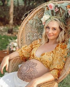 Candiceking Caroline Forbes, Vampire Diaries, Cast Images, The Cw Shows, Candice King, Gift Of Time, Candice Accola, Delena, Pregnancy Photos