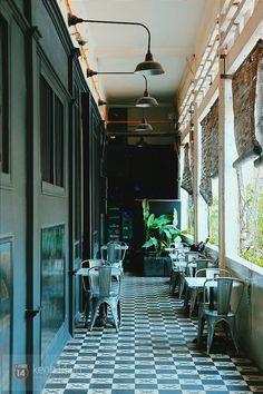 9 quán cafe nền gạch hoa cực nghệ ở Sài Gòn mà bạn nên ghé qua... chụp hình - Ảnh 12. Coffe Vintage, Coffee Cafe Interior, Tea Restaurant, Cafe Concept, Rustic Cafe, Modern Asian, Cafe House, Outdoor Cafe, Vietnam