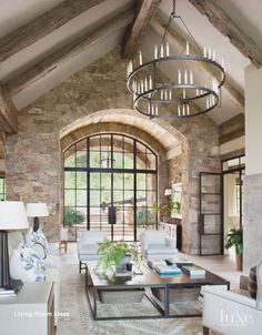 A Colorado Mountain Home Gets Elevated Charm - Luxe Interiors + Design balken A Colorado Mountain Home Gets Elevated Charm Colorado Mountain Homes, Colorado Rockies, Colorado Mountains, Colorado Springs, Modern Mountain Home, Mountain Style, Mountain Home Interiors, Mountain Living, Design Living Room