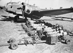 Armourers fit fuzes to 250 lb GP bombs on their trolleys, prior to loading into Handley Page Hampden Mark I, P1333 'EA-F', of No. 49 Squadron RAF at Scampton, Lincolnshire. The initial British trio of bombers -Wellington, Whitley and Hampden- were lumpered by their small capacity of the bomb-bays and by the fact of being twin-engined planes, the more ton of bombs loaded means less fuel capacity. [Photo by Daventry, Bertrand John Henry (Flight Lieutenant). Imperial War Museums © IWM (CH…