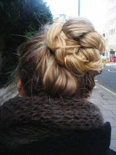 Looks like a messy bun but a bit more special. I like :)