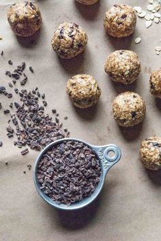Sweet and hearty little oat bites, with oats, filling peanut butter, and sweet cacao nibs, just like a healthy truffle! Vegan and gluten free.