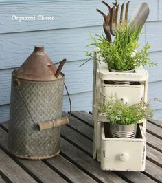 DIY Repurposed Vintage Sewing Machine Drawers into Farmhouse Styled Planter! Sewing Machines Best, Antique Sewing Machines, Vintage Sewing Patterns, Sewing Ideas, Sewing Machine Drawers, Flower Holder, Repurposed Furniture, Vintage Furniture, Furniture Design