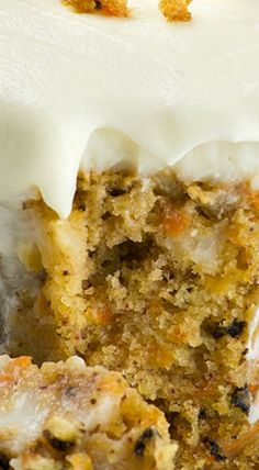 If you are looking for a new Easter dessert, this Carrot Cake Poke Cake recipe, filled with white chocolate pudding, is the best treat to share with family. Pumpkin Cake Recipes, Poke Cake Recipes, Poke Cakes, Cupcake Cakes, Dessert Recipes, Dump Cakes, Layer Cakes, Easy Carrot Cake, Moist Carrot Cakes
