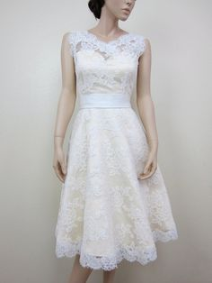 Lace wedding dress bridal gown Ivory sleeveless par alexbridal