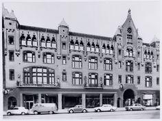 9 gebouwen die een terugkeer verdienen in de stad - PS - PAROOL: C&A gebouw Damrak. Afgebrand in 1963.