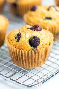 Healthy banana blueberry muffins recipe that actually tastes good! Made with whole grains, naturally sweet bananas and are low in calories! Blueberry Banana Muffins Healthy, Healthy Muffins, Blue Berry Muffins, Banana Bread, Blueberry Desserts, Lemon Muffins, Egg Muffins, Paleo, Keto