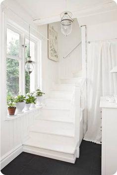 Home Shabby Home: Deep white. Shabby Home, Shabby Chic, White Staircase, White Hallway, White Cottage, White Rooms, White Walls, Home And Deco, White Houses