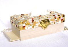 Geschenke für Frauen - Kosmetiktücher Box, Mosaik mit Perlen, Rosen, Herz - ein Designerstück von LonasART bei DaWanda