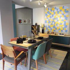 Nós ❤️ mix de cadeiras!  Nesta sala de jantar, as cores escolhidas são elegantes…