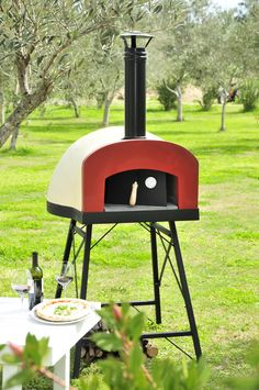 """Newest portable, outdoor wood fired oven """"Subito Cotto"""". Ideal for pizza parties with your family or friends and cook all that you want: bread, pizzas, roasts, sweeets, etc. Have fun with your light wood fired oven:-)"""