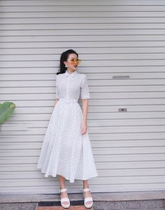 White and black polka dot midi dress Modest Outfits, Skirt Outfits, Modest Fashion, Hijab Fashion, Korean Fashion, Dress Skirt, Girl Fashion, Fashion Dresses, Dress Up