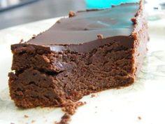 Bonjour, Aujourd'hui c'est un gâteau ultra gourmand que je vous propose: moelleux, frais et tout chocolat: une tuerie!! Source: Vie praitque gourmand Ce qu'il faut: - 200g de chocolat noir pâtissier - 250g de mascarpone - 4 oeufs - 75g de sucre glace...
