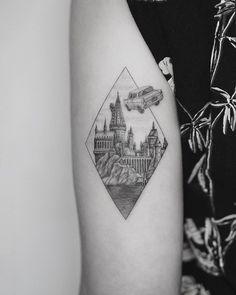 Harry Potter tattoo by Evgenii (@evgeniitattooer) from USA, New York, NY #blxckink #blxckink_usa #blxckink_usny #usatattoo #tattoousa #newyorktattoo #nytattoo #harrypottertattoo #hogwardstattoo