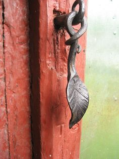 Leaf door pull for a tree house