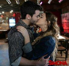 Beios Angela Torres, Cute Love Couple, Romance, Batgirl, Cute Couples, Kiss Me, Idol, Cute Animals, Wattpad