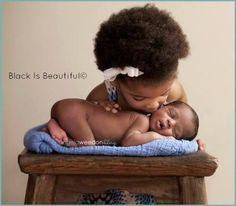Bellyitch: 9 Newborn and big sibling photography ideas (PHOTOS) Beautiful Black Babies, Beautiful Children, Baby Pictures, Baby Photos, Sibling Photos, Newborn Photos, Infant Photos, Cute Kids, Cute Babies