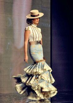 Aldebarán y Margarita Freire en Simof 2014 - Trends of Fashion Girl Flamenco Costume, Flamenco Dancers, 2014 Fashion Trends, 2014 Trends, Spanish Dress, Girl Fashion, Womens Fashion, Fashion Design, Spanish Fashion