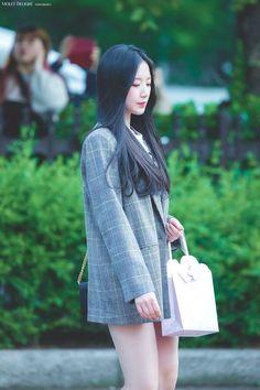 Kpop Girl Groups, Kpop Girls, Golden Dress, Cute Wallpapers Quotes, Mixed Girls, Fandom, Korean Aesthetic, Just Girl Things, K Idol