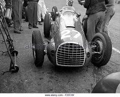 villoresi-in-a-ferrari-125-in-the-pits-british-gp-silverstone-1949-f237jw.jpg (640×521)