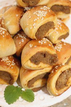 Paszteciki z mięsem – do czerwonego barszczu Polish Recipes, Dumplings, Pretzel Bites, Appetizers, Food And Drink, Bread, Snacks, Baking, Dinner
