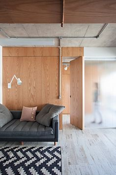 Image 25 of 33 from gallery of Apartment with Partitions / Arquitetura. Photograph by Gui Morelli Architecture Design, Scandinavian Architecture, Interior Minimalista, Interior Decorating, Interior Design, Loft, Industrial House, Industrial Apartment, Minimalist Interior