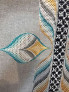 ponto reto - toalhabordado bargello o florentino ile ilgili görsel sonucu Motifs Bargello, Broderie Bargello, Bargello Quilt Patterns, Bargello Needlepoint, Bargello Quilts, Needlepoint Stitches, Needlework, Hand Embroidery Letters, Hand Embroidery Designs