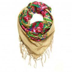 ba839c61130 Le foulard Folk est l accessoire de mode tendance pour cet hiver - Le Bazar  des poupées Russes