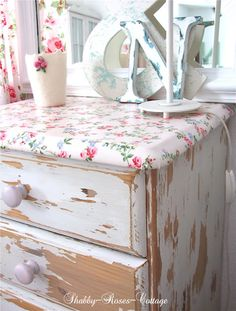 Shabby-Roses-Cottage chippy dresser with rose print top