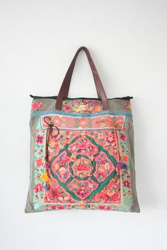 These Hmong Bags are made for everyday fashion. Whatever your style is, there's a bag that will match it. Sacs Tote Bags, Tote Purse, Camo Purse, Duffle Bags, Vetement Hippie Chic, My Bags, Purses And Bags, Sacs Design, Design Design