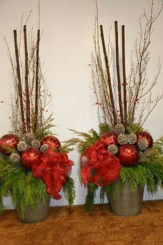 ▷ 1001 + ideas for Christmas arrangements for crafting - two flower pots with big red christmas balls and small branches, big sticks christmas arrangements - Christmas Urns, Christmas Planters, Christmas Flowers, Outdoor Christmas Decorations, Christmas Centerpieces, Christmas Balls, Rustic Christmas, Christmas Projects, Christmas Holidays