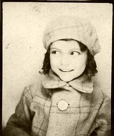 ** Vintage Photo Booth Picture ** SImply adorable girl in matching plaid coat and hat. Vintage Pictures, Old Pictures, Vintage Images, Old Photos, Vintage Photo Booths, Photo Vintage, Vintage Love, Vintage Magazine, Photos Booth