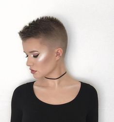 Tapered Buzz Cut Women, Short Hair Cuts For Women, Short Hairstyles For Women, Short Hair Styles, Buzz Cuts, Ladies Hairstyles, Buzz Cut Hairstyles, Short Pixie Haircuts, Cropped Hairstyles