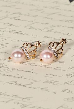 Subtle Royalty Crown Pearl Earrings in Gentle Pink
