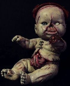 zombies and toys: Abomination Nursery (those poor, poor dollies) Hans Garbage pail kids? Halloween Doll, Halloween Horror, Halloween Stuff, Halloween Ideas, Halloween Party, Creepypasta, Creepy Baby Dolls, Zombie Dolls, Haunted Dolls