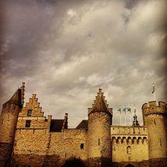 Kasteel Het Steen verrees aan de Schelde tussen 1200 en 1225 en werd een burcht genoemd #steen #castle #antwerpen - @marcel_tettero- #webstagram