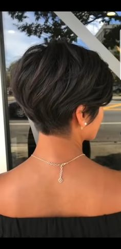 Dies ist ein guter Weg, um zu trimmen, so dass nichts herausragen wird. , This is a GOOD WAY to trim so nothing will stick out. , Short hair cuts Source by marypridie Short Hairstyles For Thick Hair, Haircuts For Fine Hair, Short Hair With Layers, Short Hair Cuts For Women, 50s Hairstyles, Short Haircuts, Simple Hairstyles, School Hairstyles, Black Hairstyles