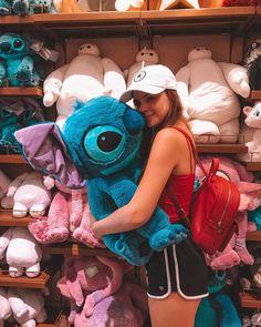 Disney's Hollywood studios Cute Disney Pictures, Disney World Pictures, Disney Vacations, Disney Trips, Disney World Fotos, Disney Poses, Lelo And Stitch, Disney Aesthetic, Insta Photo Ideas