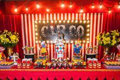 Uma fofura esta Festa Circo!!Decoração My Mimos Ateliê.Lindas ideias e muita inspiração!!Bjs, Fabíola Teles.Mais ideias lindas: My Mimos Ateliê.Contato: (022) 99749-9590Instagram: @ofic...