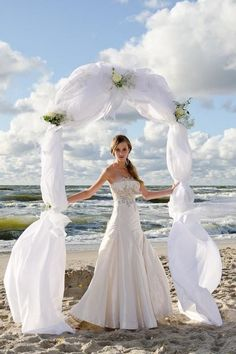 Beach wedding dress tres
