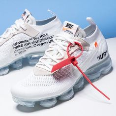 Off-White Nike Air VaporMax White - Sneaker Bar Detroit White Nike Shoes, Off White Shoes, White Nikes, White Sneakers, Off White Trainers, Sneakers Mode, Sneakers Fashion, Fashion Shoes, Fashion Wear