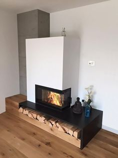 Basic oven Ekko GO R 7845 s- Grundofen Ekko GO R 7845 s This beautiful basic furnace was built by our customer Ofenbau Lugt. Timelessly it integrates into every living space. Modern Fireplace Mantels, Fireplace Kits, Build A Fireplace, Living Room With Fireplace, Fireplace Design, Fireplace Grate, Gas Fireplaces, Floating Fireplace, Portable Fireplace