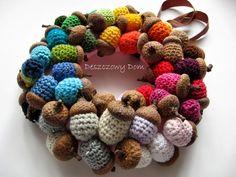 Deszczowy Dom: Fall of colours. Kolorowa jesień 4 Crochet Wreath, Crochet Flowers, Crochet Bear, Crochet Toys, Knitting Projects, Crochet Projects, Popular Crochet, Fabric Wreath, Holiday Crochet