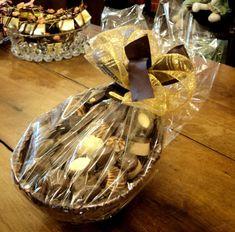 Chocolate Shop, Easter Chocolate, Chocolate Treats, Chocolate Lovers, Chocolate Birthday Cake Decoration, Dessert Packaging, Organic Chocolate, Handmade Chocolates, Chocolate Packaging