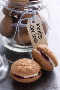 Make your own Monte Carlo biscuits! They're a classic combination of coconut biscuit sandwiched with raspberry jam and a creamy vanilla icing. Aussie Food, Australian Food, Cookie Recipes, Snack Recipes, Dessert Recipes, Desserts, Dessert Ideas, Biscuit Sandwich, Biscuit Recipe