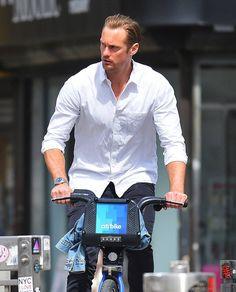 "254 Likes, 2 Comments - Alexander Skarsgard (@worldofskarsgard) on Instagram: ""8 PICS ⏩/⏪ Of Alex On a City Bike NYC 2015  Swipe #alexanderskarsgard #ericnorthman #trueblood…"""
