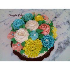 Flower buttercream cake by @gunaydin.cake ( instagram )  #flowerbuttercream #koreanbuttercream