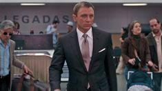 Over the course of Daniel Craig's four James Bond films he has been dressed by three different costume designers and tailored by two different brands. Because of this, Craig's Bond has had an irregular style, and one of the places this inconsistency can be seen is in the cloths his suits are made of. For …