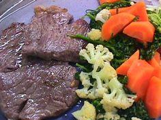 Contra - Filé com Fricassé de Legumes - Veja como fazer em: http://cybercook.com.br/receita-de-contra-file-com-fricasse-de-legumes-r-3-12504.html?pinterest-rec